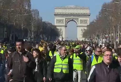 El 56% de los franceses quiere que cese el movimiento
