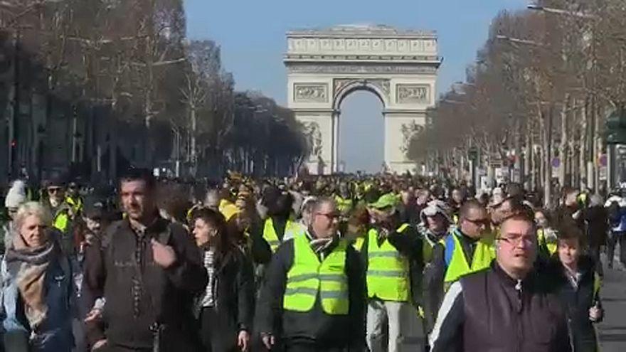 Gilet gialli: tre mesi di proteste celebrati a Parigi