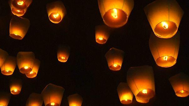 Tayvan'da uçan fener festivali gökyüzünü aydınlattı