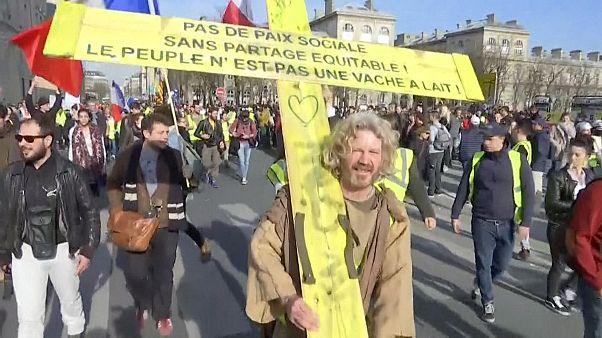 Fransa: Sarı Yelekliler eylemlerinin 14. haftasında polis ve göstericiler çatıştı