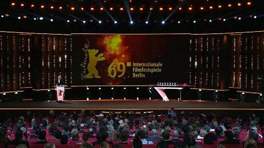 Kiosztották a Berlinale fődíjait, a Szinonimák kapta az Arany Medvét