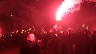 2.000 bei rechtsextremem Fackelmarsch - und Protest gegen Nazis
