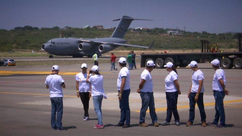 Caos in Venezuela, Maduro non cede: