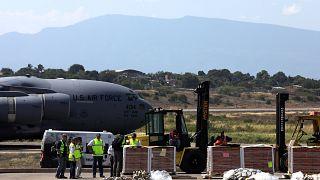 Juan Guaidó da siete días a los militares venezolanos para que dejen entrar la ayuda humanitaria