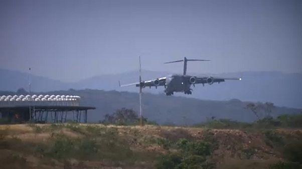 "Venezuela, Guaidó ai militari: ""Lasciate passare gli aiuti umanitari"""