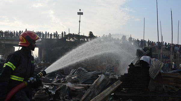 حريق بمنطقة عشوائيات في بنغلادش يسفر عن ثمانية قتلى على الأقل