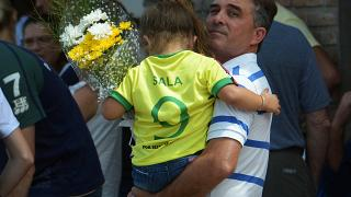 Uçak kazasında hayatını kaybeden Arjantinli futbolcu Sala son yolculuğuna uğurlandı