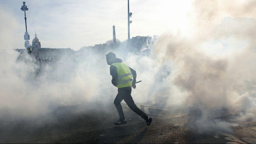 جلیقه زردها؛ ویدیوی حمله به یک خووری پلیس در لیون فرانسه جنجال ساز شد