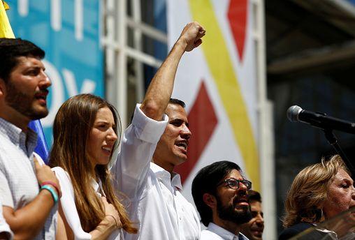 """Juan Guaido : """" Maduro est de plus en plus isolé """""""