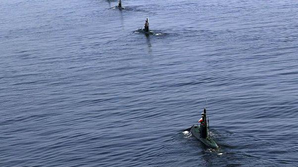 ایران از زیردریایی فاتح مجهز به موشک کروز رونمایی کرد