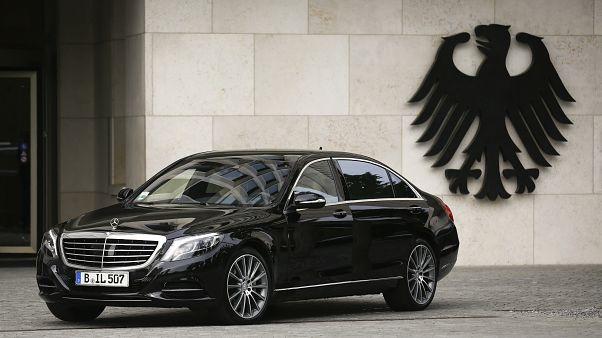 سيارة تقف أمام مقر وزارة الداخلية الألمانية