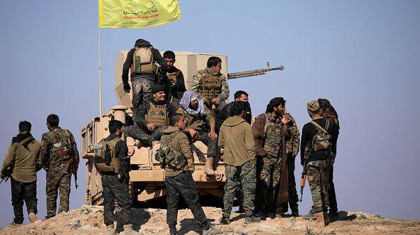 مقاتلون من قوات سوريا الديمقراطية في دير الزور