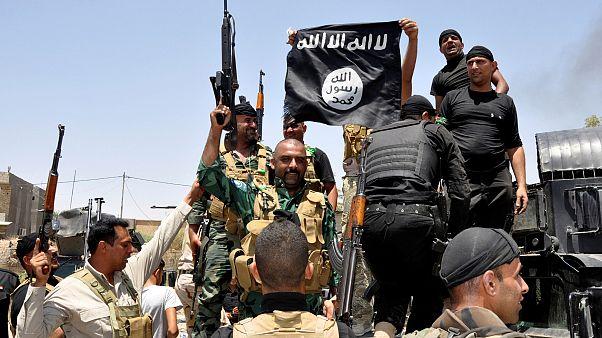 نیروهای امنیتی عراق پس از تسخیر یکی از پایگاههای داعش در استان دیالی