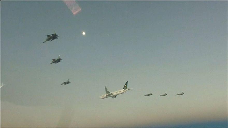 طائرات حربية تابعة للقوات الجوية الباكستانية مرافقة طائرة ولي العهد السعودي