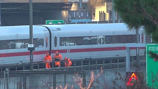 شاهد: انحراف قطار ألماني سريع عن مساره في مدينة بازل بسويسرا