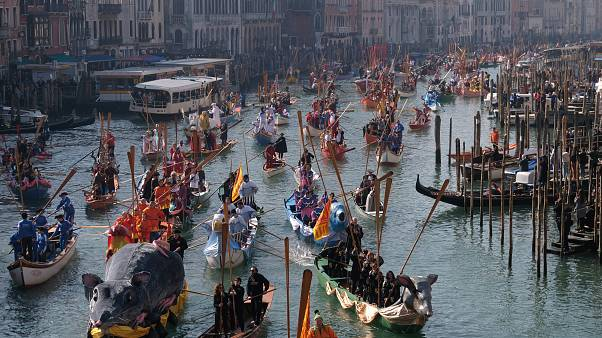Video: XV. yüzyıl havasında festival: Venedik'te karnaval başlıyor