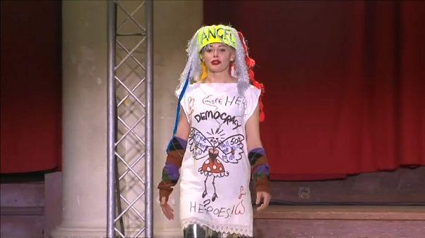Vivienne Westwood, Londra Moda Haftası'na ilginç koleksiyonu ve şovuyla yine damgasını vurdu