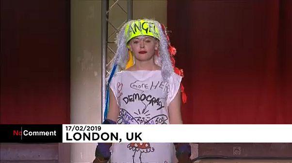 Mode : le défilé Vivienne Westwood très politique