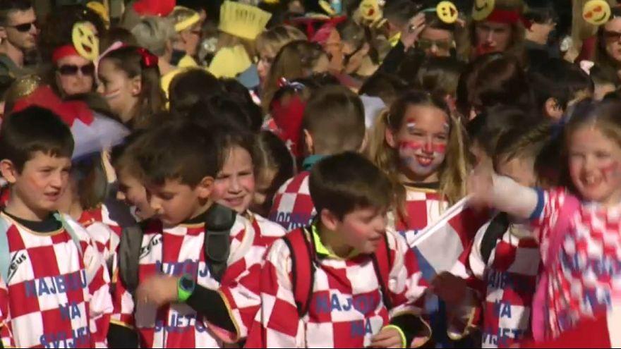 جشن و شادی کودکان کروات در کارناوال خیابانی