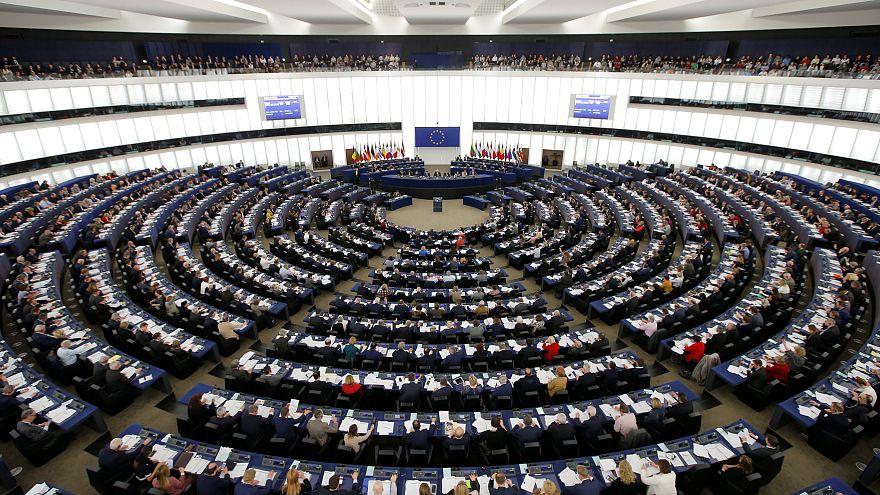 Előretörhetnek az euroszkeptikusok az első mandátumbecslés szerint