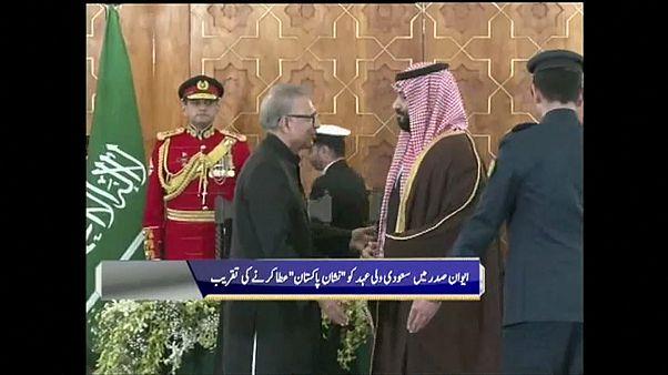 Arabia Saudí firma siete acuerdos millonarios con Pakistán