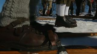 شاهد: التزلج بمعدات خشبية في التشيك.. زُهدٌ في الحداثة أم حنينٌ لماضٍ ولّى؟