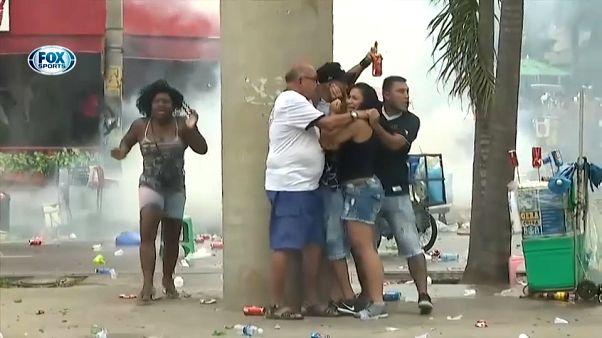 Бразилия: стычки футбольных фанатов с полицией