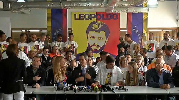 Гуайдо и Мадуро спорят, кто первый доставит гуманитарную помощь