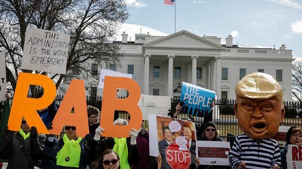 Video   ABD: Trump'a ulusal acil durum ve duvar protestosu