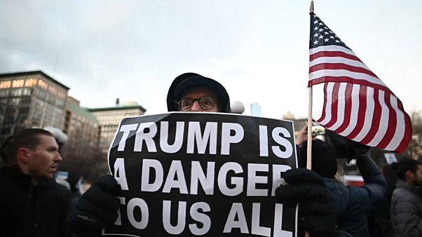 تحالف من 16 ولاية أميركية يقاضي ترامب ومظاهرات ضد حالة الطوارئ الوطنية