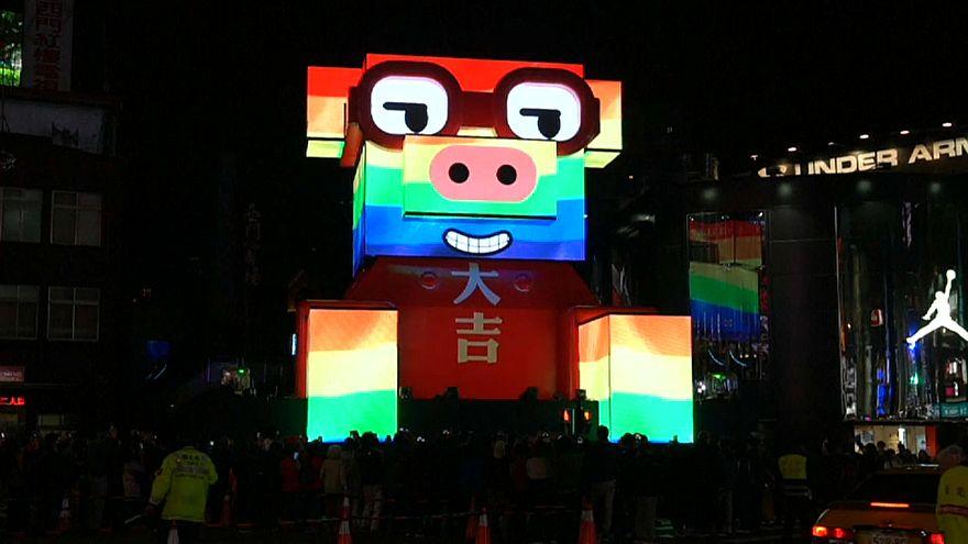 شاهد: مهرجان تايبيه للمصابيح يتزين بخنزير عملاق مضيء