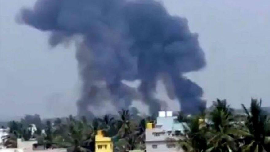 Video | Hindistan'da iki gösteri jeti havada çarpıştı
