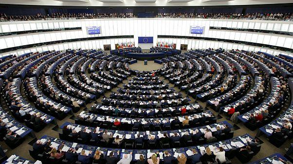 نخستین گمانهزنی از ترکیب آتی پارلمان اروپا: گوناگونی احزاب بیشتر میشود