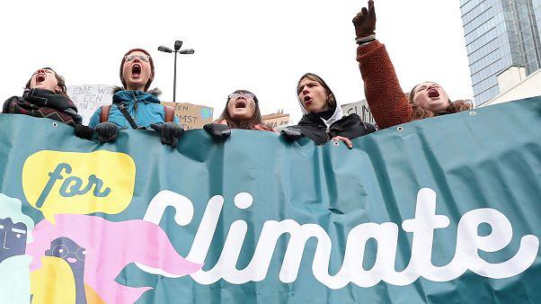 Meghalt a tudós, aki először figyelmeztetett a globális felmelegedésre