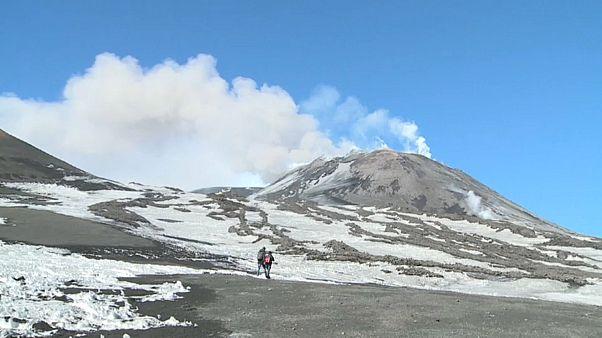 Ätna: Aschewolken über Sizilien