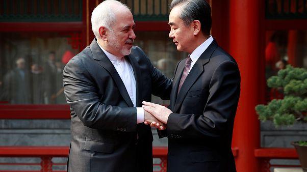 محمد جواد ظريف وزير الخارجية الإيراني مع نظيره الصيني