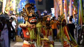 Pırıltılı filler eşliğinde dans: Sri Lanka'da dolunay festivali