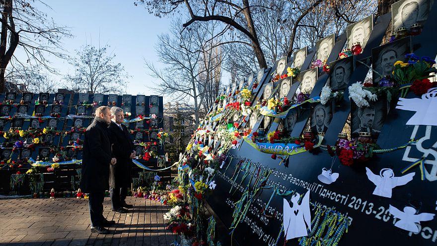 Ucrânia: Tusk presta homenagem às vítimas da revolução