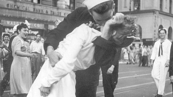 Πέθανε ο ναύτης της Times Square