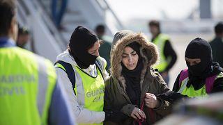 Autoridades españolas arrestaron a mujer marroquí en Barcelona, marzo 2015.
