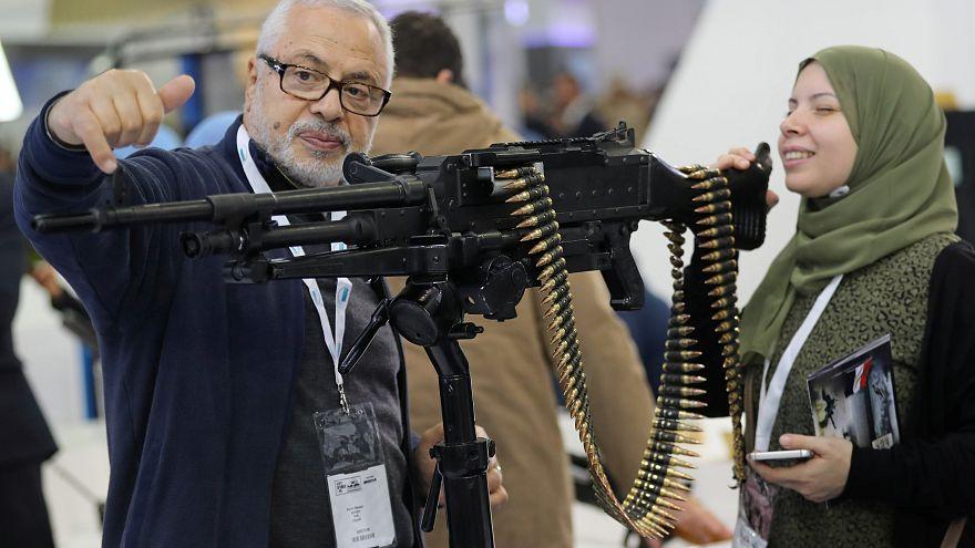 من أحد معارض الأسلحة التي أقيمت في القاهرة