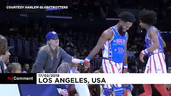 رقص ریس ویترسپون در جریان اجرای بسکتبال نمایشی خبرساز شد