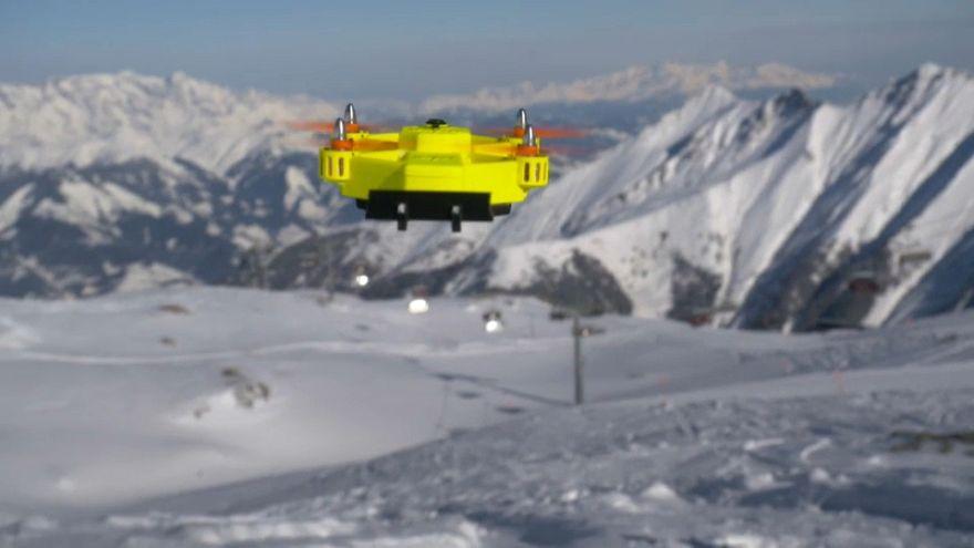 """Powderbee""-Drohne findet Lawinenopfer"