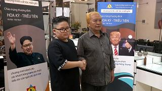 Frisörsalon stylt Trump und Kim Doppelgänger