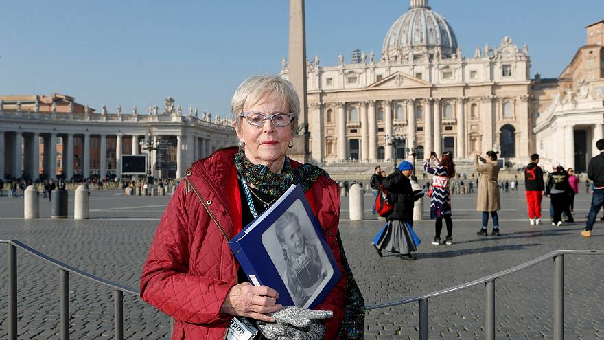 Женщины, пострадавшие от действий священников, ищут справедливости
