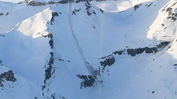 Varias personas sepultadas por una avalancha en un centro de esquí en Suiza