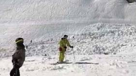 Several skiers buried in Swiss avalanche