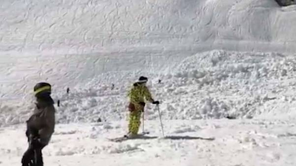 One person dies following avalanche in Swiss ski resort