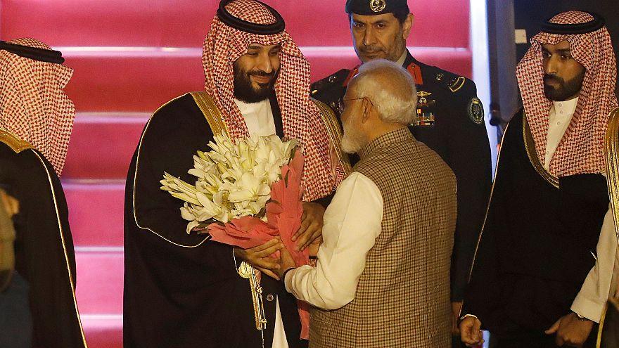 نخستوزیر هند خلاف پروتکل از ولیعهد عربستان استقبال کرد