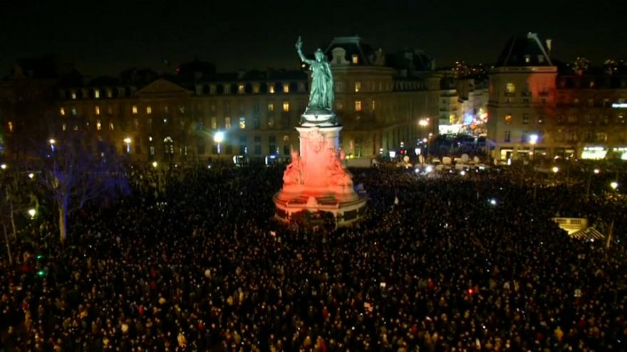 Francia: una marcia notturna per combattere l'antisemitismo